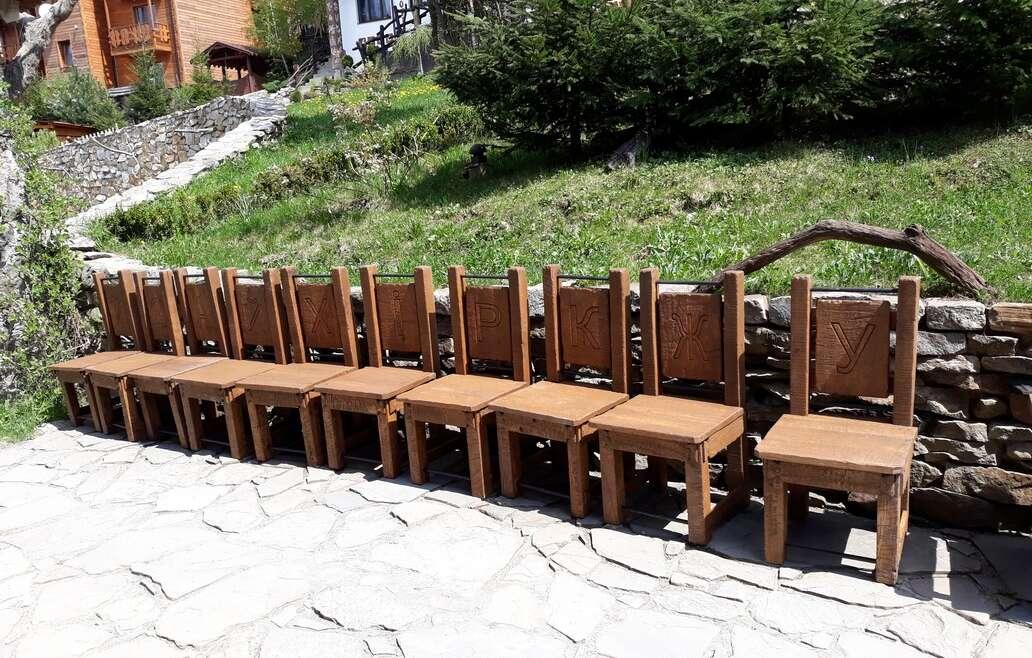 Дубові крісла